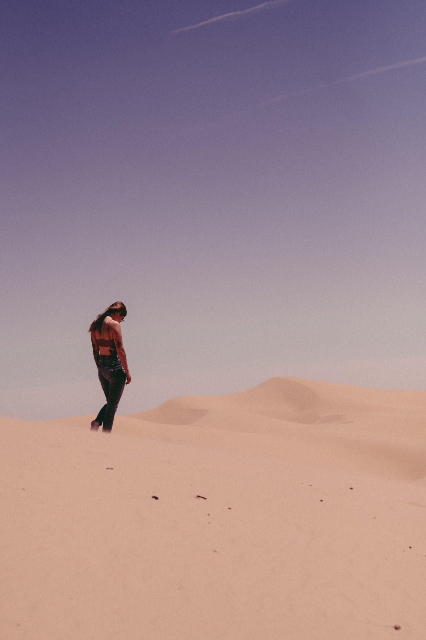BUSTLE: Girl_Wandering_Desert_Newport_Academy